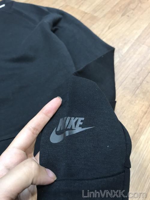Áo thun cổ tròn có túi bụng màu đen